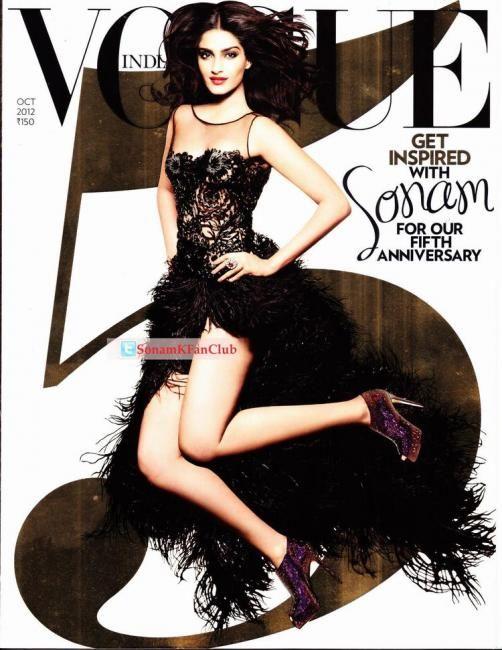 Sonam Kapoor: She is wearing a black Naeem Khan dress.