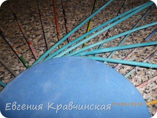 Мастер-класс Поделка изделие Плетение Валик на крышке двухсторонний Бумага газетная Трубочки бумажные фото 5