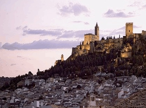The geographical setting is one element that gives uniqueness and personality to Andalusia. From the geographical point of view, we can distinguish three major environmental areas, It is an extraordinary place Andalucia.