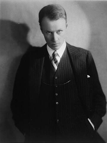Sinclair Lewis (September 7, 1885 - January 10, 1951) American writer (and winner of the Nobel Prize for Literature).