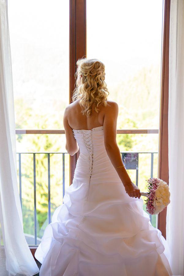 nevěsta vyhlížející ženicha
