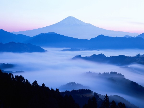 MountainMount Fuji, National Geographic, Design Handbags, Beautiful, Budget Travel, Travel Tips, Travel Deals, Blue Mountain, Landscapes