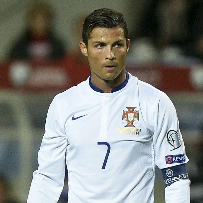 Cristiano Ronaldo volvió locos a los jugadores de Armenia con esta jugada.  #Phenomenal #CristianoRonaldo #CR7 #Eurocopa2016 #Portugal