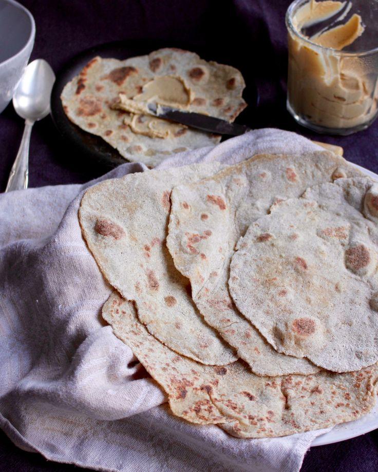 Det här är ett extra enkelt recept med få och näringsrika ingredienser för ett nyttigt och naturligt glutenfritt matbröd! Rör ihop degen, låt vila 10-15 minuter för att sedan kavla ut och baka av i…