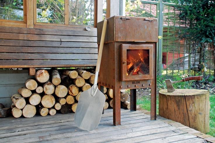 BLOK stove with pizza-oven, to enjoy long evenings with friends on your own terrace or your own garden, while making delicious Italian pizza's -------------- BLOK terrashaard met pizzaoven om heerlijk te genieten van lange avonden met vrienden op je terras of in je eigen tuin, terwijl je overheerlijke Italiaanse pizza's bakt
