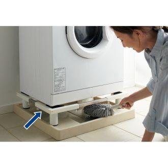 【累計3,000台突破】洗濯機を動かさずに洗濯機の下をスッキリお掃除できる洗濯機置き台です。床に直接設置しても防水パンに収めても使えるかさ上げタイプです。幅と奥行きは洗濯機のサイズに合わせて使え、さらに耐荷重は約150kgなので重たいドラム式洗濯機もしっかり支えます。