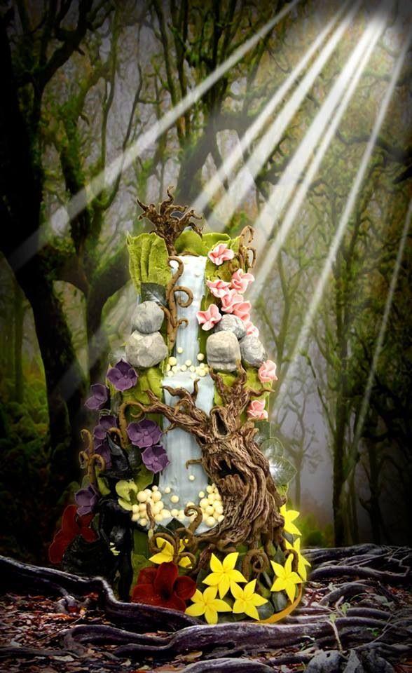Enchanted forest wedding cake with waterfall, inspired by The Wizard of Oz Keywords: #forestweddings #jevelweddingplanning Follow Us: www.jevelweddingplanning.com www.facebook.com/jevelweddingplanning/