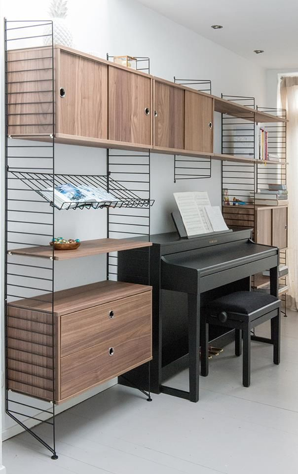 Modulaire kast van String Furniture. Ontwerp van Meneer en mevrouw van Hout