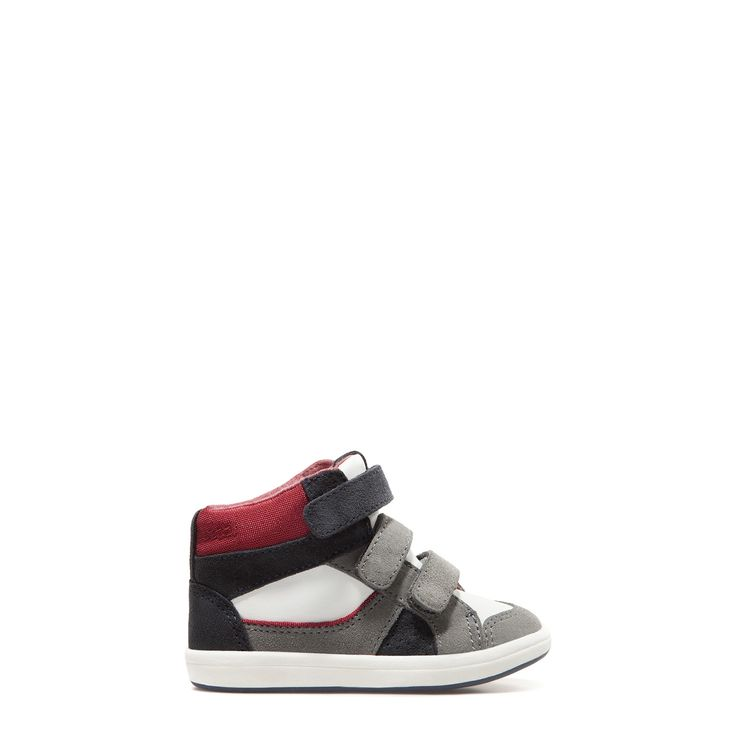 Zara Basic Collection Boys Youth Authentic Leather Faux Calf Hair Camoflauge Shoes in Size 6 Keep in mind Zara Shoes Do Run Small. They are solid over all pieces but Judge for yourself. I try to be as accurate as possible.