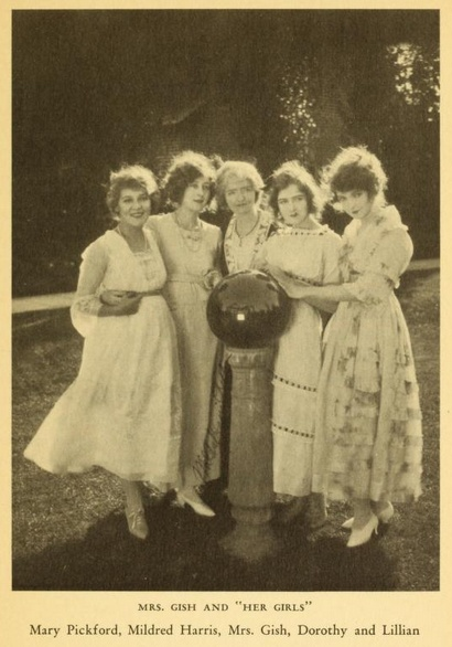 Mary Pickford, Mildred Harris Chaplin, Mother Gish, Dorothy Gish, Lillian Gish