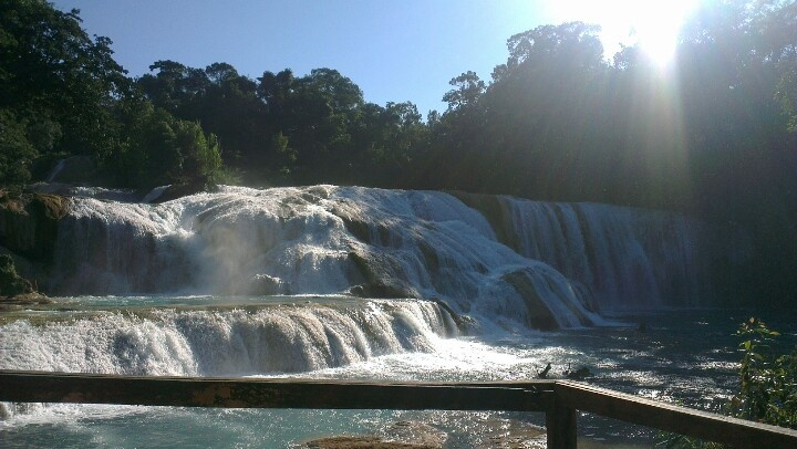 Cascadas de agua azul By:  carla Córdova