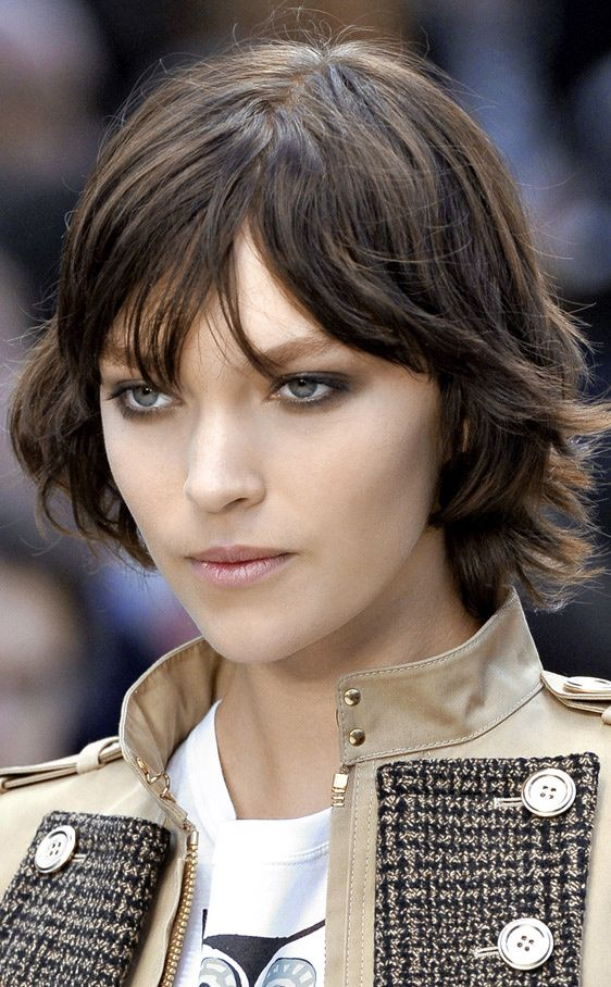 Arizona Muse short hairstyle http://www.vogue.es/belleza/galerias/las-20-caras-de-arizona-muse/8789/image/626745