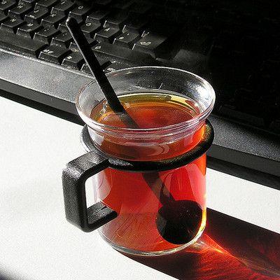 З чого виробляють чай з бергамотом (Earl Grey)? з чайних листків і олії бергамоту! Ця суміш була названа в честь графа Чарльза Грея, який отримав цей чай в подарунок від індійського раджі або китайського мандарина (за різними джерелами). Масло бергамота додається тільки після того, як закінчиться весь процес ферментації і сушки, перед розфасовкою.