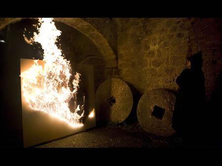 Moataz Nasr, Under fire, perfomance San Gimignano Novembre 2008, 2008, video 1:41, video recordings: Kathrin Oberrauch e Giacomo Ricci. Photo by Ela Bialkowska
