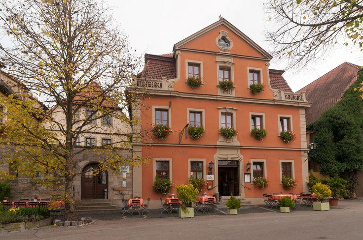 Ob Sie nur eine Nacht oder Ihren Urlaub hier verbringen – wir heißen Sie herzlich willkommen im AKZENT Hotel Schranne! Unser Hotel befindet sich in der historischen Altstadt unweit aller bedeutenden Sehenswürdigkeiten Rothenburgs. Durch die zentrale, aber doch ruhige Lage abseits der touristischen Laufwege ermöglichen wir Ihnen einen ruhigen, erholsamen Aufenthalt.