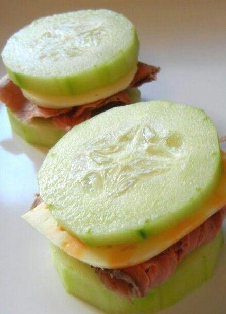 Komkommer,  kaas en rosbief