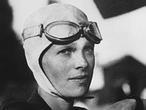 24 de julio de 2012: 75 años después de la desaparición de Amelia Earhart se reabre la investigación para intentar esclarecer el misterio. Las pesquisas cuentan incluso con la ayuda de la administración Obama.