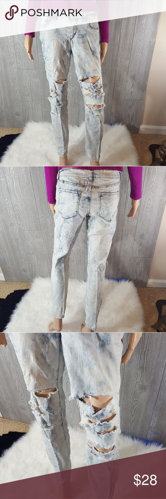 29 (8) Joe Fresh acid wash slim low rise coupe Gorgeous joe fresh jeans. Stylish acid light wash is major factory destroy. Zippers accentuate the ankles. Very comfortable because they are extremely stretchy to accentuate all of your beautiful curves. Laying flat 15in waist 9 in waist 28in inseam Joe Fresh Jeans Skinny