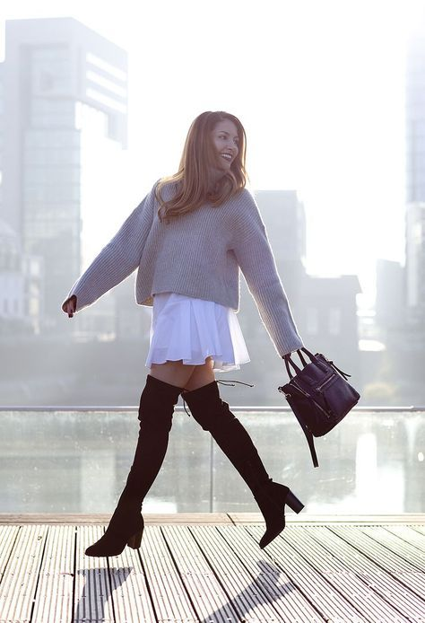 Oversized Sweaters & Overknee Boots | Vanessa from diefashionista.com wears a grey knit oversized sweater from H&M, a white Zara dress, black over the knee boots from Buffalo and a bag from Mango | Petite Blogger | Style Blogger | Outfit
