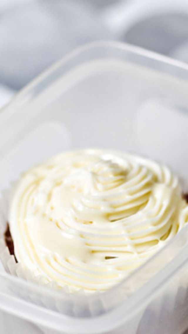 Copycat Publix Buttercream icing.  This holds up well to heat.   Very easy to make and lots of rave reviews.