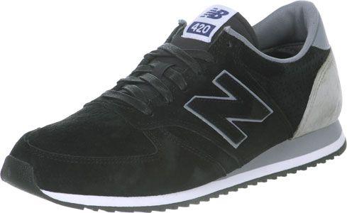 69,90 EUR//New Balance hat den U420 Schuh athletisch wie eh und je gehalten - doch hier kommt er in der Rauleder-Version! Und zwar allover: schwarzes Rauleder mit Perforationen für Belüftung als Upper und auch als Overlays das von Natur aus robuste Material.Dazu gibts graue Kontraste und gewachste Laces.- flacher, schlanker Sneaker - stark profilierte Laufsohle- an der Spitze hochgezogen- gepolsterter Schaft- geringes Gewicht- schwarze, gewachste Laces- gute DämpfungGrößenhinweis: Besser…