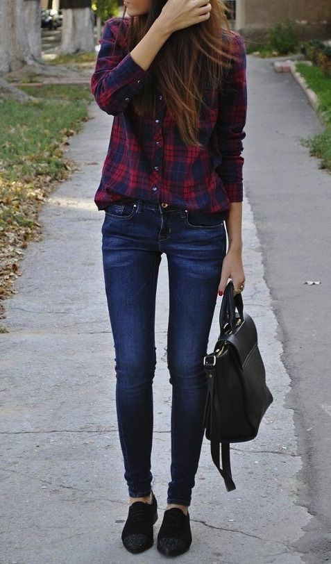 The easiest fall outfit ever? Plaid shirt, skinny jeans, and a moccasins. Front tuck the shirt so it gives a little bit of shape.