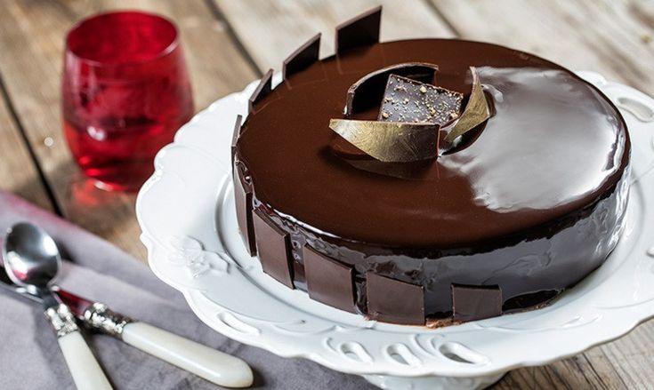 Αν αγαπάς τη σοκολάτα Lacta, καμία άλλη τούρτα με σοκολάτα δεν θα σου αρέσει περισσότερο από αυτή!