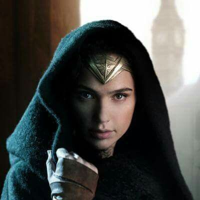 Batman vs Superman; Wonder Woman