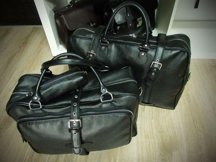 Nowe torby męskie 2015, czarna klasyczna skóra naturalna, szlachetny delikatny wzór, srebrne dodatki. Pojemne torby z rączkami i pasami do noszenia na ramieniu.