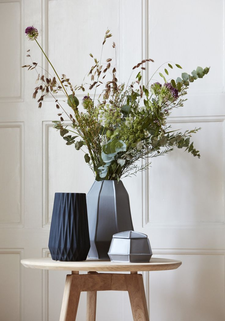 Design Vintage | Black Fluted Vase | Hubsch | Black Ceramic Vase