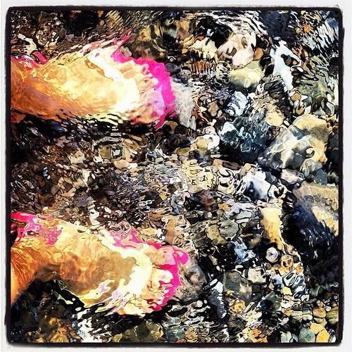piedi in acqua