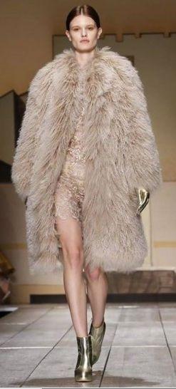 The Charm of Luxury: I fluffly coats più chic per la nuova stagione fre...