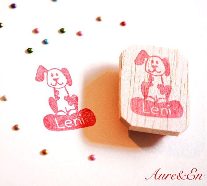 Namen & Monogramme - Namensstempel Hund handgeschnitzt personalisiert - ein Designerstück von Aure-und-En bei DaWanda