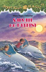 #9. Salvati de delfini  Salvati de delfin este prima carte din al treilea set de aventuri magice. Casuta din copac ii poarta pe Jack si pe Annie in mijlocul oceanului, unde vor descoperi pesti multicolori, stele-de-mare, caluti-de-mare... Ce spectacol! Dar vor intalni si o caracatita uriasa, iar un rechin flamand le va da tarcoale. Noroc cu doi delfini prietenosi care le sar in ajutor... Veti vedea cum, citind aventurile lui Jack si Annie in adancul ocenului!