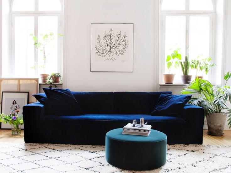 Sammetssoffa Luca Velvet från MELIMELI är en stor och rymlig 3-sitssoffa med härligt djup och hel sittdyna för extra komfort.