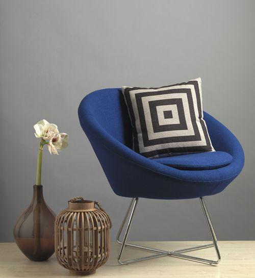 FEST stoel blauw kussen vaas lantaarn hout glas