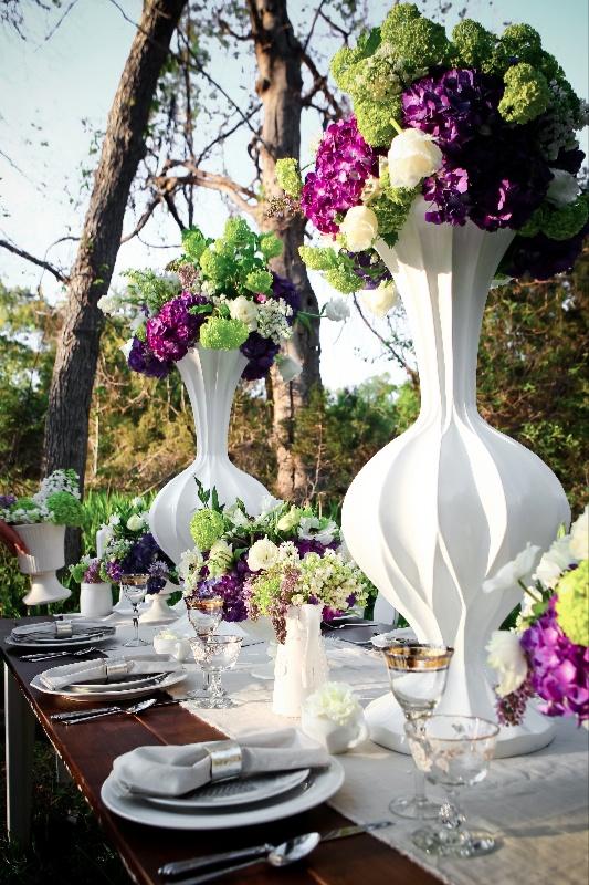 Purple and white tablescape