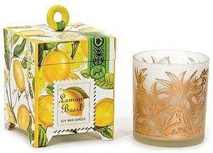 香り:レモン&バジル(さわやかな柑橘&グリーン) アロマソイワックスキャンドル 100g ★芯は無鉛の為黒いすすは出ません。 一回のご使用は2~3時間がおすすめ! 連続使用で約40~45時間。 お部屋をお好きな香りで満たしてくれます。キャンドルはグラスに入っています。 火を灯さなくてもほのかに香ります。 ボックスはおしゃれでギフトにも最適です。 ミッシェルデザインワークスはニーヨークの会社で名前の通り全ての商品はパッケージの美しさが際だちます。しかしパッケジーだけではありません。自然かつゴージャスな香りのラインも持ち合わせています。植物性100%のソイワックスキャンドル、ホームフレグランススプレイ、ホームフレグランスディフューザーは癒しの空間を演出してくれますし、ギフトカード、ナプキン等のペーパー商品も他にないユニークなデザインを持っています。必ず取って置きの一品になることと思います。 (有)楽果はミッシェルデザインワークスのアジア独占代理店です。