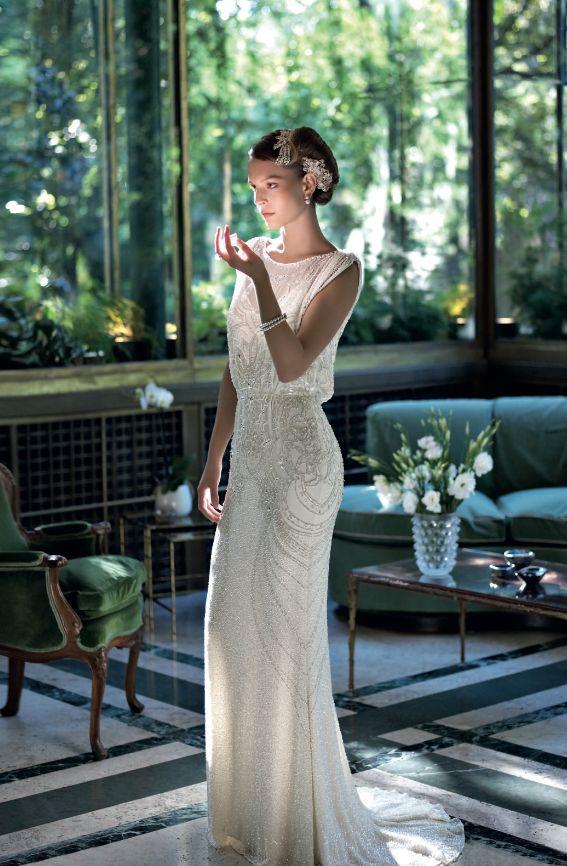 Abito ricamato, Jenny Packham Bride, come il fermacapelli. Ph. Fulvio Maiani, stylist Maria Giulia Pieroni. Vogue Sposa n. 125 Giugno 2013.