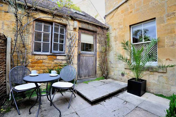 The perfect #romantic #retreat! Arlington Cottage is a beautiful, honey-coloured #Cotswolds #cottage in #Blockley