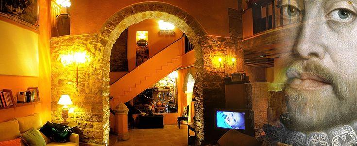 Casa Thiar Julia dispone de cinco habitaciones dobles con baño completo y jacuzzi en una de ellas. Sala de juegos con 2 futbolines, billar americano, gran pantalla de cine, juegos de mesa, TV, minigolf en la terraza, y barbacoa .