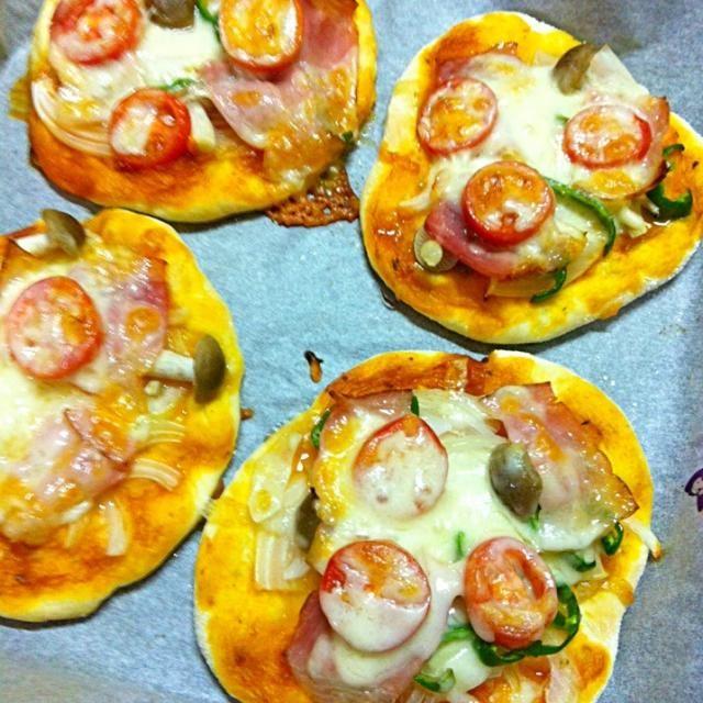 頂いたパン生地でピザ〜(๑˃̵ᴗ˂̵)و - 8件のもぐもぐ - ピザ by chloe2