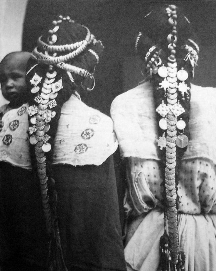 "Africa | ""Femmes harratine de la vallée du Ziz""  Tafilatet, Maroc | ca. 1934 - 1935 | ©Jean Besancenot"