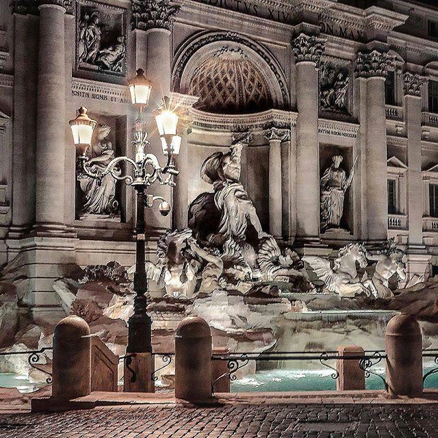 Fontana Di Trevi ❤ Roma •••••••••••••••••••••••••••• 📷 Fotografia di @onthewaywithme •••••••••••••••••••••••••••• 💣Tagga le tue foto migliori con #noidiroma e seguici per entrare a far parte della gallery @noidiroma •••••••••••••••••••••••••••• Segui tutti i nostri profili 👇👇👇 @aforismiromani - Scopri la community che stà facendo impazzire Instagram 📣🎉🔝 @fabriziofrustaci - Ideatore del progetto Aforismi Romani e Noidiroma 🎩💣✈ #roma #ig_lazio #ig_roma #ig_italia #italia365 #rome…