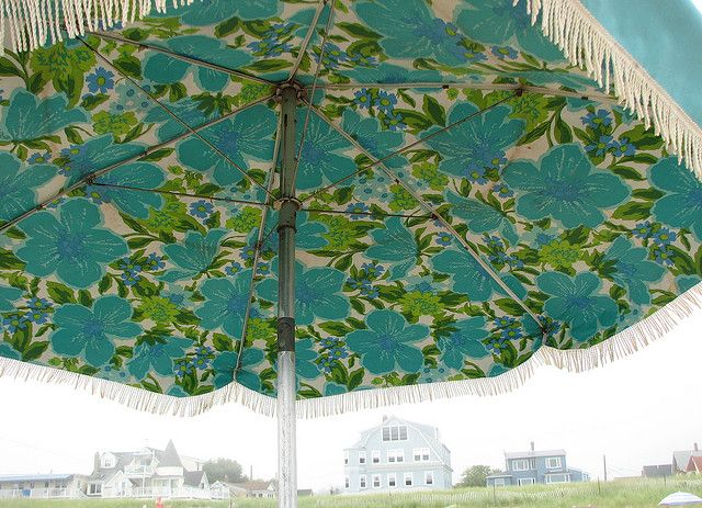 Vintage beach umbrella.: Vintage Patio Umbrellas, Beaches Umbrellas, Aqua Umbrellas, Vintage Floral, Best Beaches, Vintage Beaches, Beaches Color, Vintage Retro, The Beaches