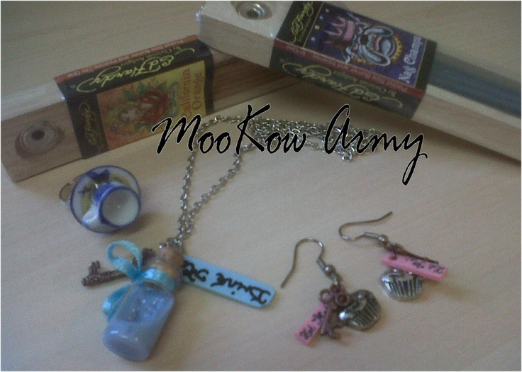 Margaret Dunlop  https://www.facebook.com/pages/MOOKOW-ARMY-JEWELLERY/174967677865    Hello! please like & share our page - plus comment on this photo to win all the goodies shown! this is a closed comp open to BATTLE OF THE BOXES members only. winner will be selected at random from all comments on the pic on monday 24th sept midday. :)