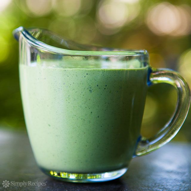 Green Goddess Dressing ~ A classic salad dressing made with parsley, tarragon, chives and sour cream for a tangy finish.
