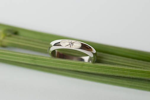 Zásnubný prsteň / obrúčka polkruhová - skosená