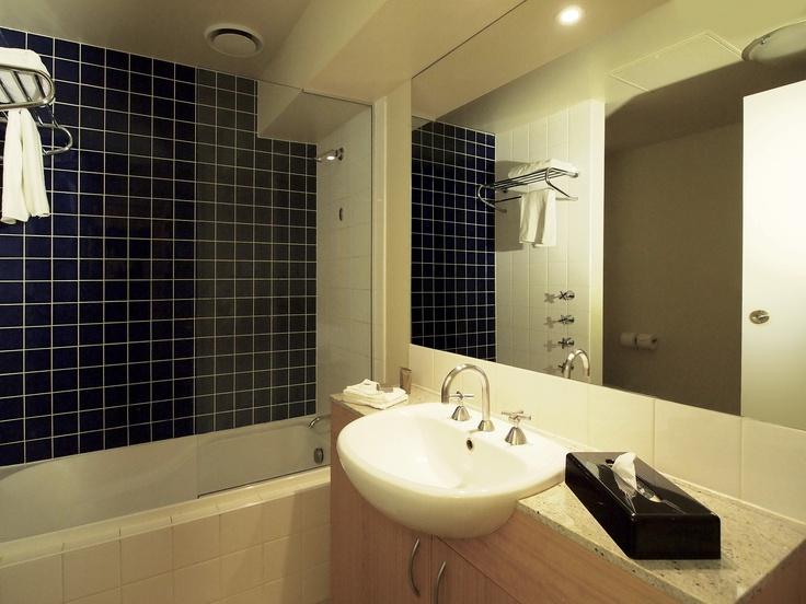 Oaks on Market -  studio-view_bathroom