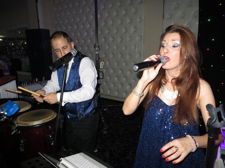 Combinatia perfecta intre muzica de nunta si cover band, traditional si modern, formatii nunta, ANA FLAVIAN.  http://www.anaflavianentertainment.ro